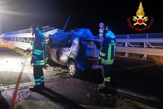 Incidente Catania, auto finisce contro guardrail e prende fuoco: 47enne morto carbonizzato
