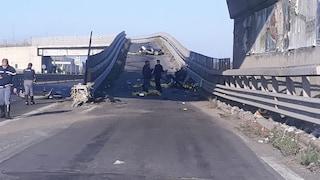 Incidente Paternò, auto contro guardrail: morti 4 giovani, i cadaveri trovati sull'asfalto