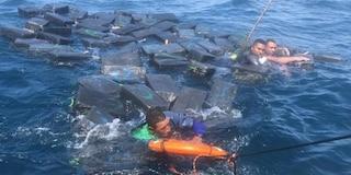 Colombia, naufragio di narcos: si salvano usando i sacchi di cocaina come salvagente