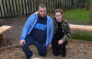 Lydia muore a tre settimane schiacciata nel sonno dal padre di 114 chili