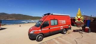 Sardegna, ritrovato il surfista disperso: era riuscito a tornare a riva per salvarsi