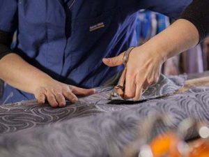 Bari, caporalato in una fabbrica di divani: operai pagati ...