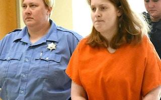 Orrore negli USA, madre taglia i genitali del figlio di 3 anni con delle pinze