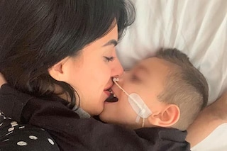 """Dylan a 5 anni è cieco e paraplegico, il coraggio di mamma Veronica: """"Siamo vivi per miracolo"""""""