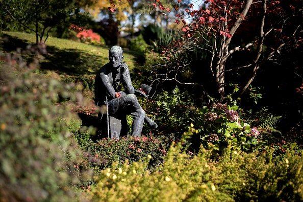 Il monumento a James Joyce nel cimitero di Fluntern, a Zurigo.