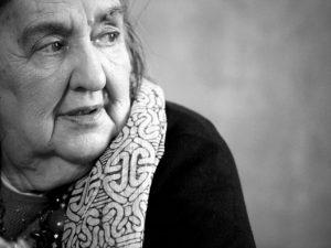 Alda Merini muore a Milano il 1 novembre 2009.