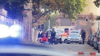 Germania, sparatoria davanti sinagoga di Halle e bomba a cimitero ebraico: 2 morti, sospetto fermato