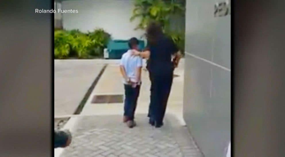 Bimbo di 7 anni portato via in manette a Miami nel gennaio 2018(WPLG)
