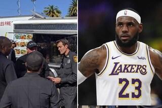 Da ore lottano contro le fiamme in California, LeBron James invia camion di panini per i pompieri