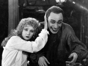 """""""L'uomo che ride"""" di Victor Hugo ha ispirato anche l'omonimo film del 1928 con Conrad Veidt e Mary Philbin."""