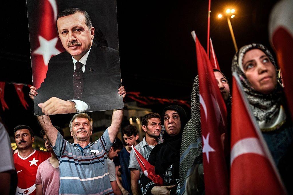 Manifestazione a favore di Erdogan ad Istanbul dopo il fallito golpe del luglio 2016 (Gettyimages)