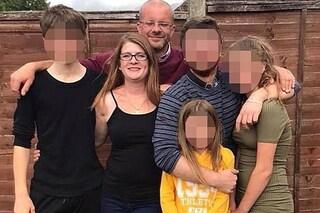 """Mamma di 40 anni morta in casa: """"Uccisa da un uomo misterioso mentre i quattro figli dormivano"""""""