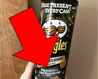"""Pringles al Prosecco, patatine sequestrate nei supermercati: """"Uso del nome senza consenso"""""""