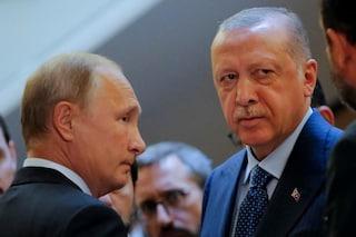 """Guerra in Siria, Putin invita il premier turco Erdogan: incontro """"entro pochi giorni"""""""