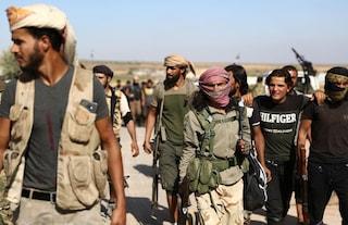 """Guerra in Siria, Usa: """"Cento prigionieri Isis sono scappati"""". Trump: """"No sanzioni alla Turchia"""""""