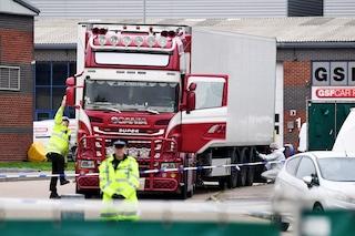 Gran Bretagna, 35mila euro a testa ai trafficanti di uomini per morire nel tir dell'orrore
