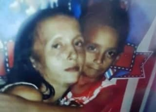 Ragazzina 13enne uccide la sorella e le apre la pancia per portarle via il bimbo