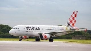 Problema in cabina sul volo Napoli-Torino, atterraggio d'emergenza a Genova