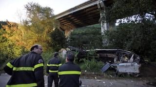 Strage del bus di Avellino, sequestrati 9 viadotti delle autostrade: pericolo guardrail