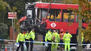 Londra, pauroso incidente tra due bus e un'auto: un morto e 15 feriti