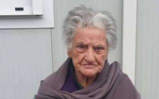 Non lascia il container dove vive dal terremoto del '97: Nonna Albertina indagata a 90 anni