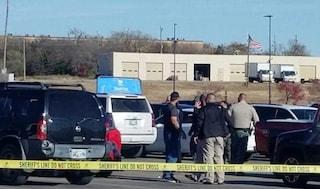Usa, sparatoria davanti al supermercato Walmart in Oklahoma: uccide due persone e poi si suicida