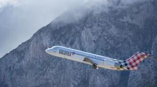 Maltempo: si ferisce in volo per turbolenza, aereo dirottato a Bologna per farlo sbarcare
