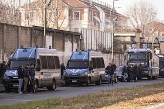 Torino, incendi e proteste nel centro rimpatri: a fuoco 8 unità abitative