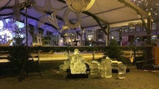 Lussemburgo, scultura di ghiaccio si spacca nel mercatino di Natale: bimbo travolto e ucciso