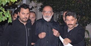 Lo scrittore Ahmet Altan ritorna in carcere: dovrà scontare 10 anni