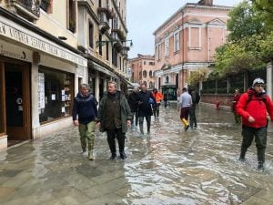 Emergenza acqua alta a Venezia (Twitter).