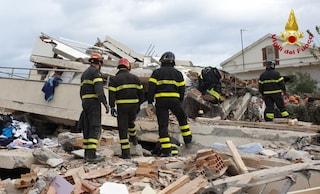 """Albania, i vigili del fuoco: """"Così abbiamo trovato la mamma e i tre figli morti sotto le macerie"""""""