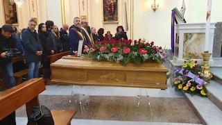 Partinico, i funerali di Ana Maria di Piazza, uccisa dall'amante: aspettava un maschio