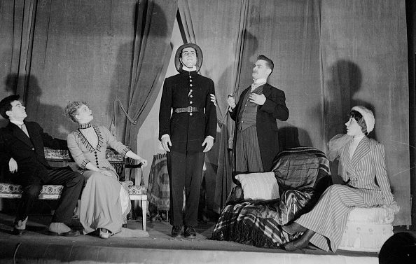 "Nicolas Bataille, Paulette Frantz, Claude Mansard e Simone Mozet ne ""La cantatrice calva"" nel maggio 1950."