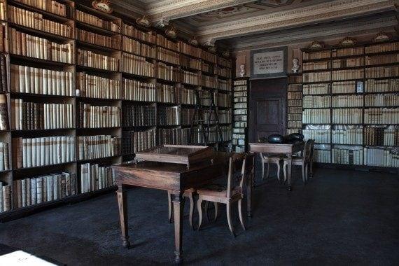 La biblioteca di Casa Leopardi a Recanati.