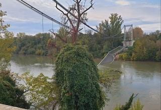 Francia, crolla ponte sul fiume Tarn: auto e tir volano giù, due morti tra cui una 15enne