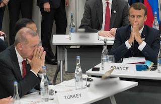 """Erdogan insulta Macron: """"Sei in stato di morte cerebrale"""". Parigi convoca ambasciatore turco"""