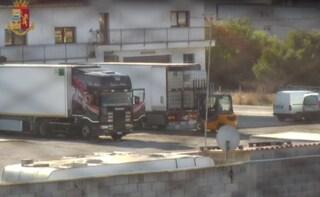 Siracusa, per mesi rubano gasolio dalle tubature della raffineria di Priolo: 7 indagati