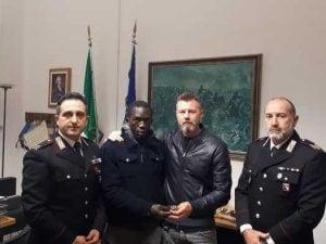Parma, ambulante trova un Rolex e lo porta ai carabinieri. Il proprietario lo assume