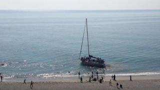 Calabria, migranti arrivano con un veliero e si spacciano per turisti. Arrestati