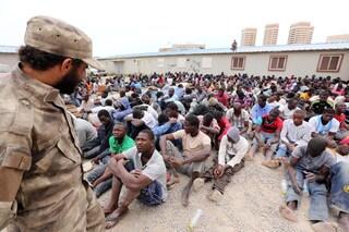 Migranti, le inchieste sui centri di detenzione in Libia: i trafficanti di umani accusati dall'Aja