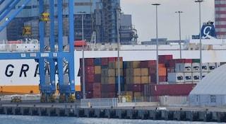 Venticinque migranti trovati chiusi in frigo su un traghetto dall'Olanda al Regno Unito