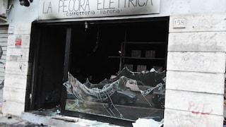 """Roma, incendio alla Pecora Elettrica: """"Hanno usato i libri come combustibile"""""""