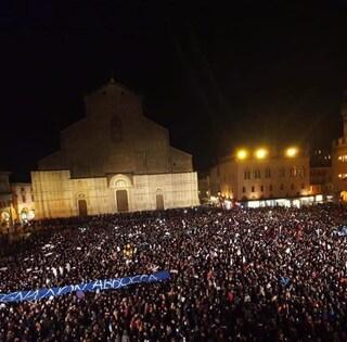 """Elezioni Emilia Romagna, """"Sardine contro Salvini"""" anche a  Modena: flash mob contro la Lega"""