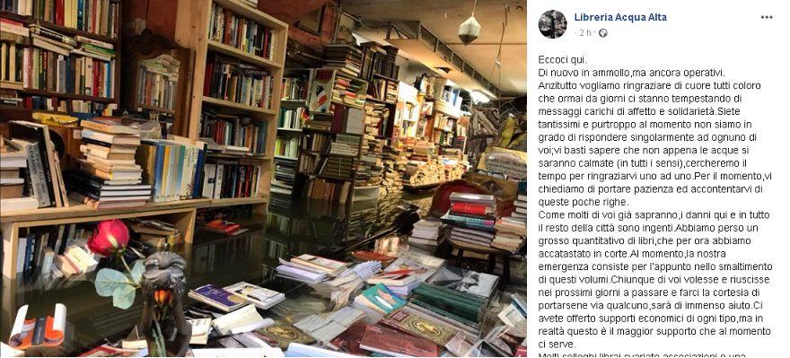 Il lungo post pubblicato qualche ora fa dalla pagina Facebook ufficiale della libreria Acqua Alta di Venezia.