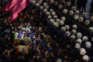 Istanbul: lacrimogeni e proiettili di gomma alla manifestazione contro la violenza sulle donne
