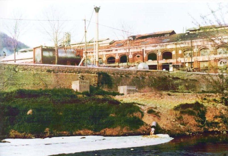 Le acque della lavorazione dell'Acna finivano nel fiume Bormida (Ass. Rinascita Valle Bormida)