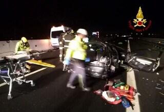 Tragico schianto tra due auto e furgone in A4: muore uomo, feriti donna e bimbo