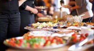 Va in shock allergico dopo mangiato: ristorante esige il conto prima della corsa in ospedale