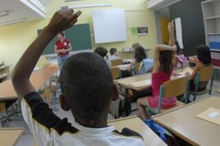 """Torino, bimbo di 7 anni insultato a scuola perché """"nero"""". Ma per la maestra è uno scherzo"""